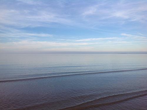 www.anglesey-hidden-gem.com - Anglesey Mystery Beach Strange Skies