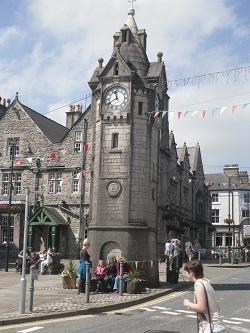 www.anglesey-hidden-gem.com Llangefni Clock & Town Square