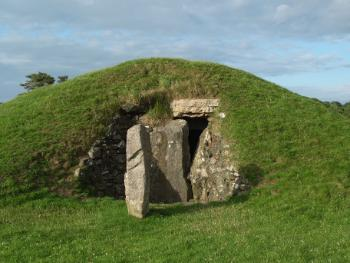 Bryn Celli Ddu Anglesey Monument