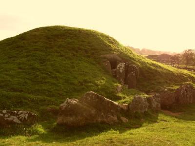Bryn Celli Ddu Anglesey Monument