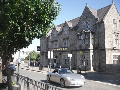 www.anglesey-hidden-gem.com The Bull Hotel in Llangefni